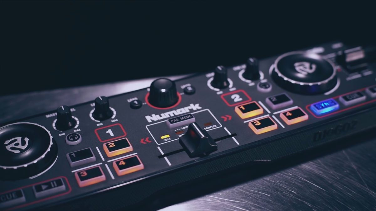 Unboxing & First Look Review of Numark DJ2GO2